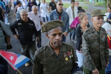 Nguoi dan Cuba xep hang dai vieng Fidel Castro - Anh 4