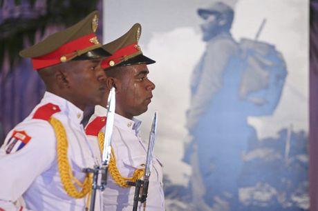 Nguoi dan Cuba xep hang dai vieng Fidel Castro - Anh 7