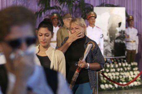 Nguoi dan Cuba xep hang dai vieng Fidel Castro - Anh 9