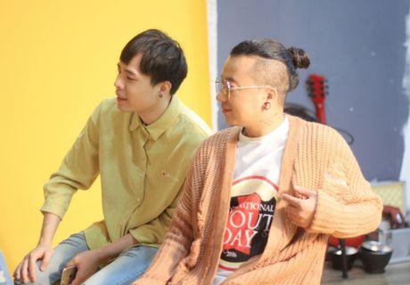 Huong Giang sexy 'cuc do' thoai mai ngoi… len dui Trinh Thang Binh - Anh 10