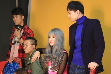 Huong Giang sexy 'cuc do' thoai mai ngoi… len dui Trinh Thang Binh - Anh 2