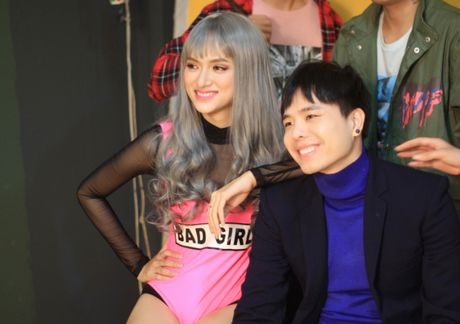 Huong Giang sexy 'cuc do' thoai mai ngoi… len dui Trinh Thang Binh - Anh 5