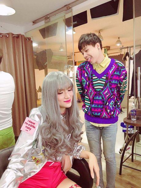 Huong Giang sexy 'cuc do' thoai mai ngoi… len dui Trinh Thang Binh - Anh 9