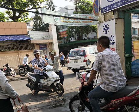 'Co' kham chua benh long hanh cac benh vien TP.HCM: Kiem tra, xu ly nghiem - Anh 1