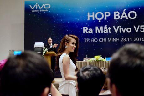 Vivo ra mat smartphone camera truoc 20MP, Hoang Thuy Linh lam dai su - Anh 1