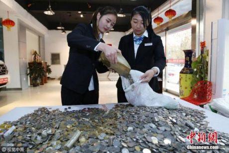 Trung Quoc: No lop vi vac bao tai tien xu di mua xe sang - Anh 1