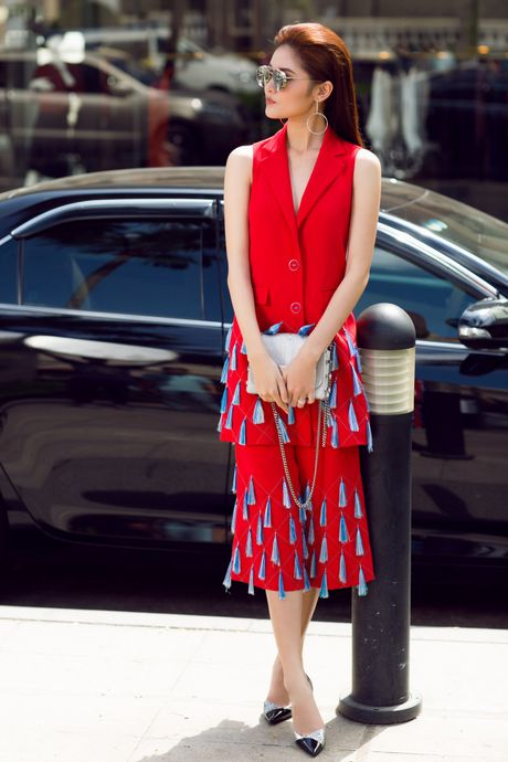 A hau Thuy Dung ca tinh voi street style ruc ro - Anh 1