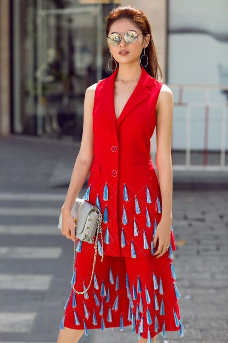 A hau Thuy Dung ca tinh voi street style ruc ro - Anh 2