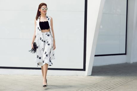 A hau Thuy Dung ca tinh voi street style ruc ro - Anh 4