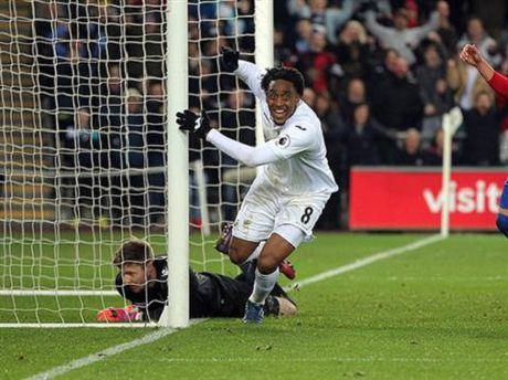 Doi hinh tieu bieu Premier League vong 13 ton vinh nguoi khien Man United mat diem - Anh 7