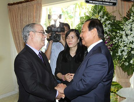 Xuc dong le vieng lanh tu Fidel Castro Ruz tai Ha Noi, TP HCM - Anh 12