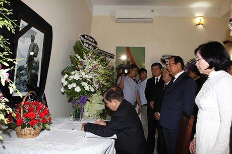 Xuc dong le vieng lanh tu Fidel Castro Ruz tai Ha Noi, TP HCM - Anh 1