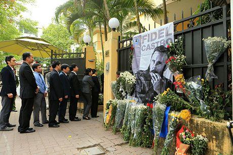 Xuc dong le vieng lanh tu Fidel Castro Ruz tai Ha Noi, TP HCM - Anh 5