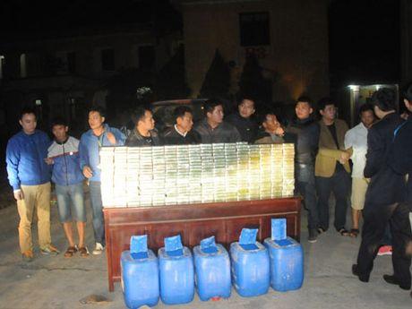 'Thuong nong' 50 trieu dong cho Ban chuyen an thu giu 300 banh heroin - Anh 1