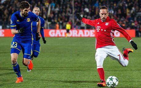 Robben bau doi hinh trong mo: Van Nistelrooy va Lampard duoc vinh danh - Anh 11