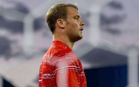 Robben bau doi hinh trong mo: Van Nistelrooy va Lampard duoc vinh danh - Anh 2