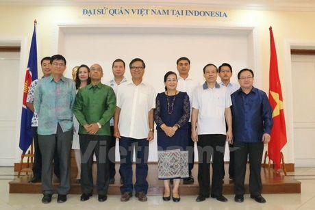 Giao luu huu nghi that chat tinh doan ket dac biet Viet-Lao - Anh 1