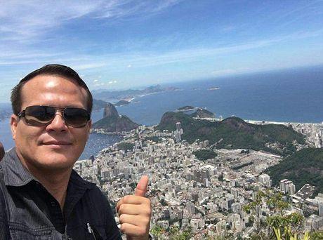 May bay cho doi bong Brazil roi: Su trung hop ky la - Anh 1