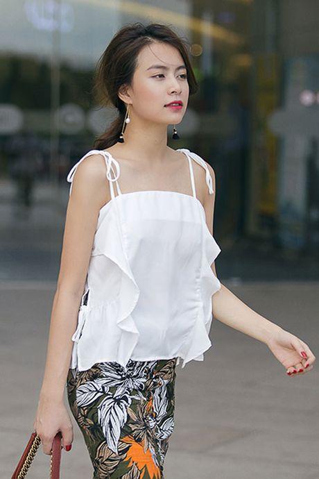 4 kieu nu Viet 'nghien' mac ao hai day sexy ra pho - Anh 1