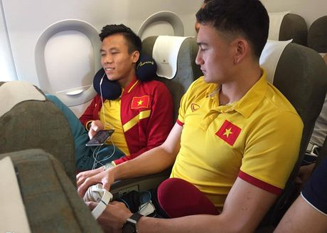 Tin tuc AFF Cup (30.11): DT Viet Nam so hai khi may bay gap su co - Anh 1