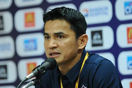 Tin tuc AFF Cup (30.11): DT Viet Nam so hai khi may bay gap su co - Anh 4