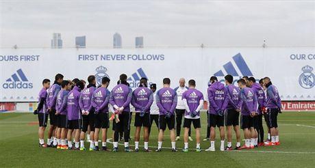 Real Madrid tuong nho Chapecoense ngay tren san tap - Anh 1