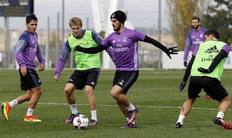 Real Madrid tuong nho Chapecoense ngay tren san tap - Anh 3