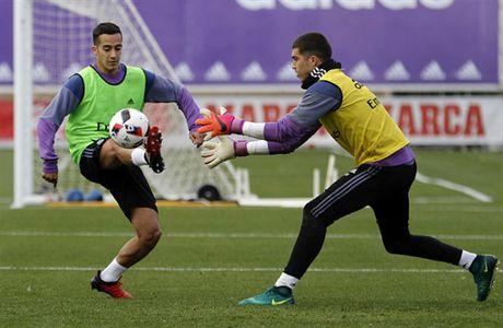 Real Madrid tuong nho Chapecoense ngay tren san tap - Anh 4