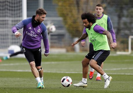 Real Madrid tuong nho Chapecoense ngay tren san tap - Anh 7