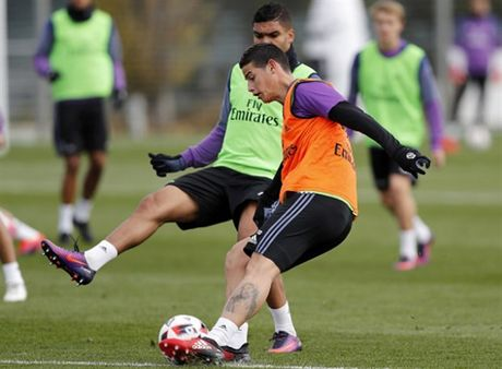 Real Madrid tuong nho Chapecoense ngay tren san tap - Anh 8