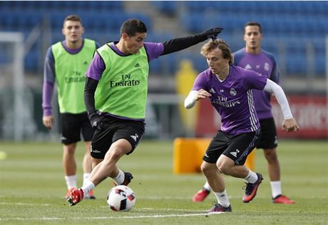 Real Madrid tuong nho Chapecoense ngay tren san tap - Anh 9