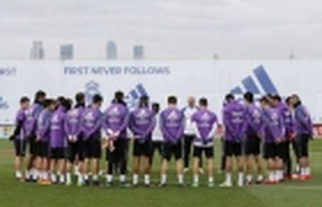 Diem tin sang 30/11: PSG tiep can cha Messi, Real tai hop bo doi tien ve cuc khung - Anh 2