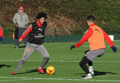 Chum anh: Lucas Perez tro lai, Arsenal san sang dau Southampton - Anh 12