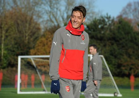 Chum anh: Lucas Perez tro lai, Arsenal san sang dau Southampton - Anh 13