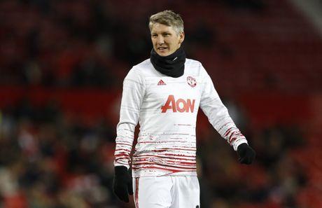 Cuc nong: Mourinho coi troi cho Schweinsteiger - Anh 1