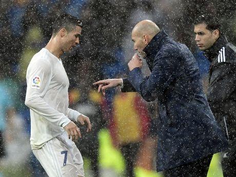 Zinedine Zidane co dang bi danh gia thap tren bang ghe huan luyen? - Anh 2