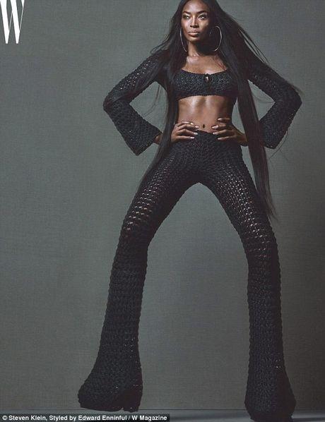 Naomi Campbell U50 van nong bong tren tap chi - Anh 1