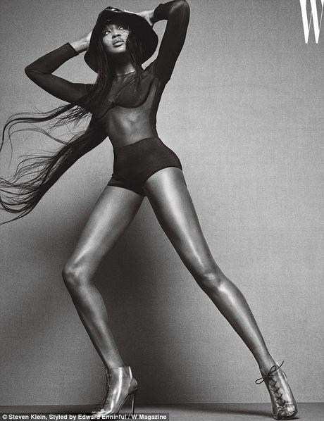Naomi Campbell U50 van nong bong tren tap chi - Anh 2