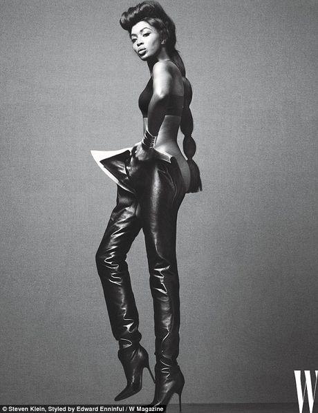 Naomi Campbell U50 van nong bong tren tap chi - Anh 3