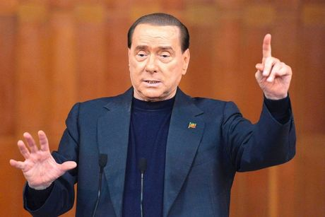 Net giong kho tin giua ong Trump va cuu Thu tuong Berlusconi - Anh 1