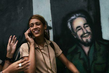 Hinh anh lanh tu Fidel Castro trong nhung buc ve graffiti - Anh 8