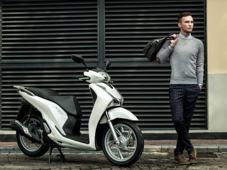 Honda SH 2017 sang trong, dang cap voi nguoi mau ngoai - Anh 1