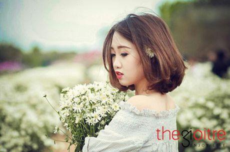 Thieu nu 10X dep tinh khoi, khoe sac giua vuon cuc hoa mi - Anh 4