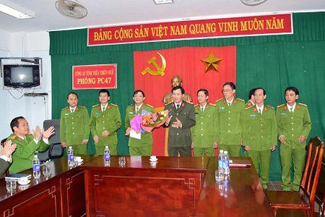 """Thuong nong ban chuyen an bat giu doi vo chong """"ho"""" buon ban ma tuy - Anh 1"""