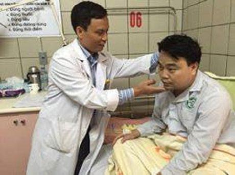 Vu khong che con tin, dam cong an: Loi ke nguoi thoat chet - Anh 2