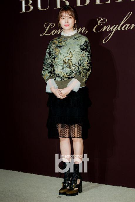 Han Hyo Joo va Yoona (SNSD) thi nhau khoe sac giua mua dong - Anh 2