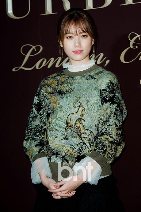 Han Hyo Joo va Yoona (SNSD) thi nhau khoe sac giua mua dong - Anh 3