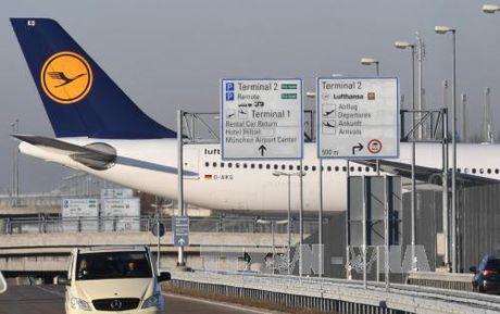 98.000 hanh khach mac ket vi phi cong Lufthansa dinh cong - Anh 1