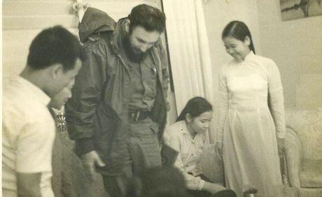 Chuyen ve nguoi phu nu Viet huong dan Tong tu lenh Fidel Castro di dep rau - Anh 1