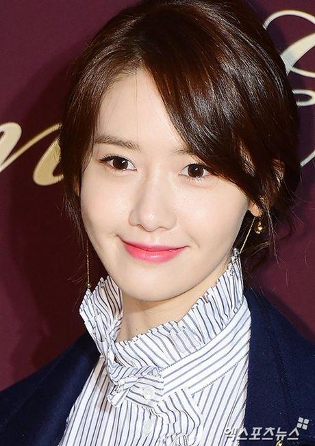 Yoon Ah la idol duy nhat duoc moi su kien thoi trang dang cap - Anh 3
